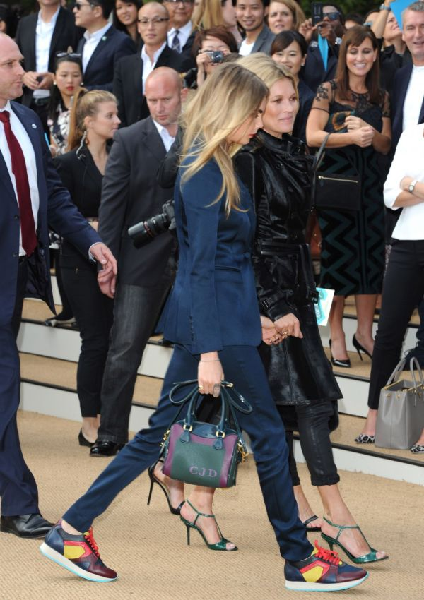 cara-delevingne-and-kate-moss-burberry-prorsum-show-london-fashion-week-september-2014_3